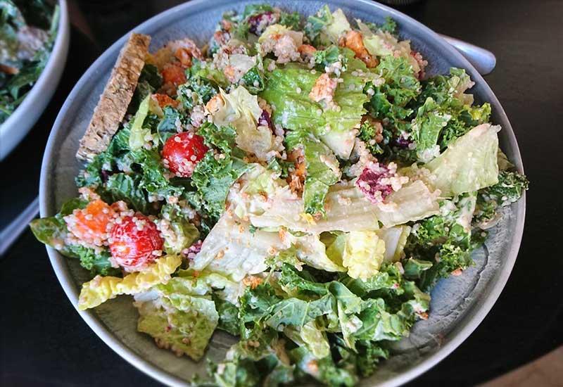 Pupuの巨大サラダ