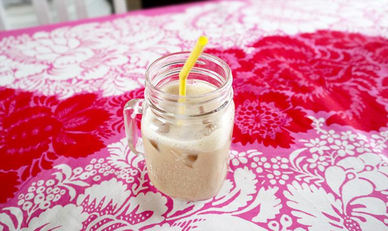 オートミルクで割ったアイスコーヒー