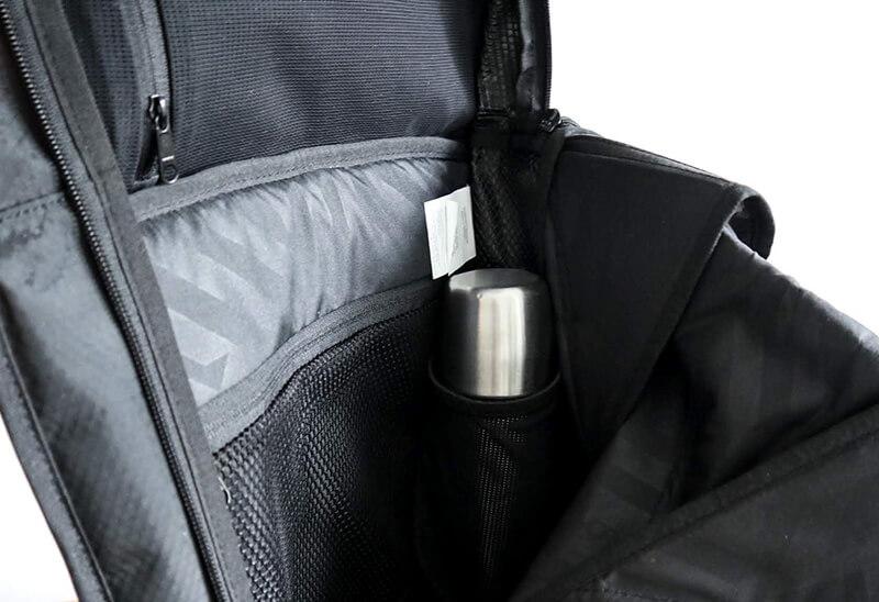 水筒を入れるポケット