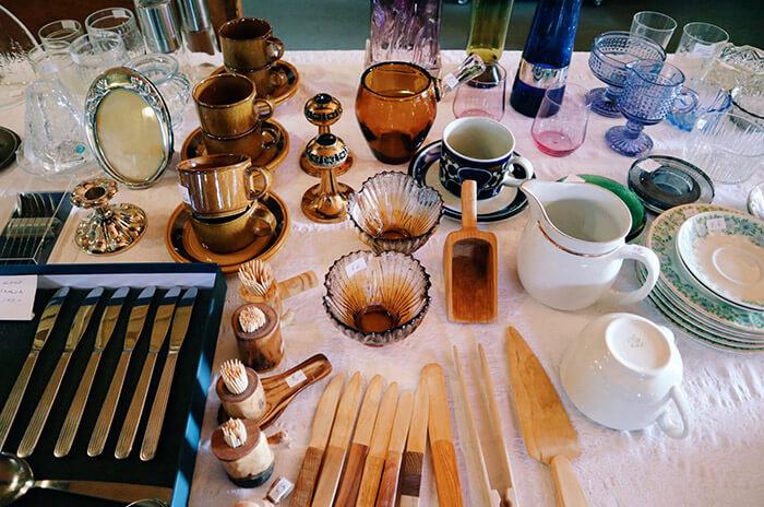 アンティークのガラス製品や食器