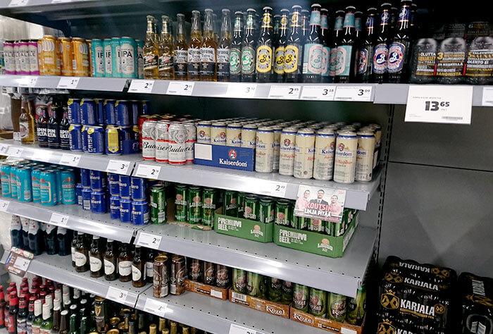 スーパーのお酒の棚