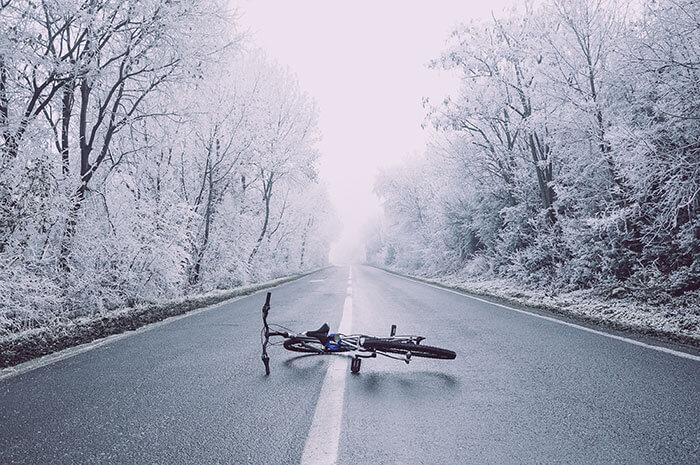 冬は地面の凍結に注意