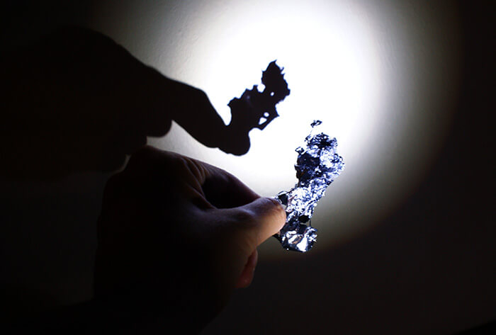 錫の形を影で見る