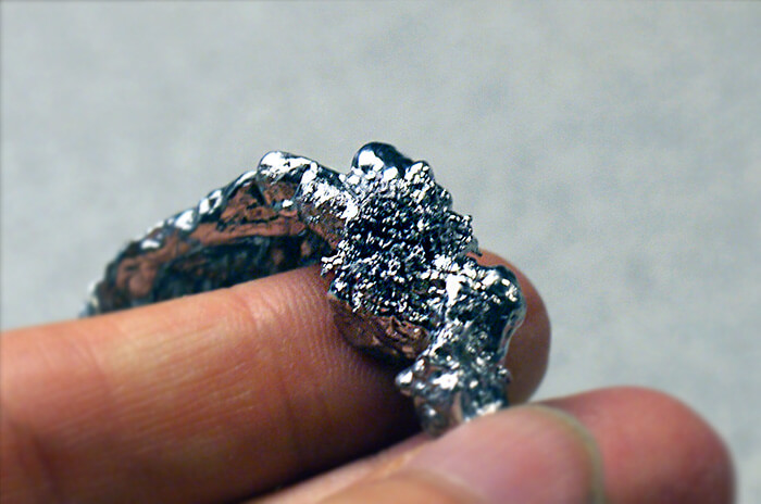 錫の表面がブクブクしてたらお金のサイン