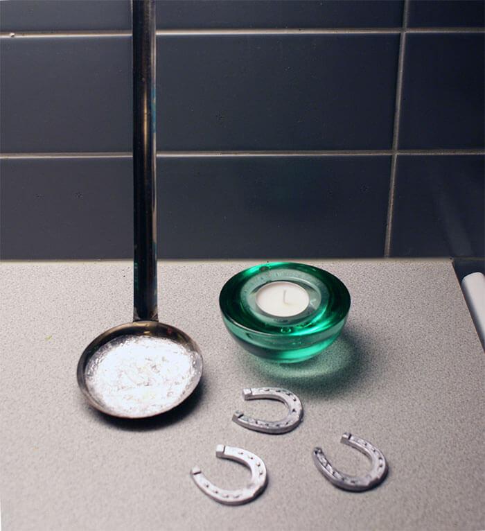 馬蹄形の錫、お玉、キャンドル